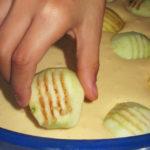 becherkuche-mit-aepfel-belegen